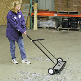 "24"" Heavy Duty Magnetic Sweeper with Release"