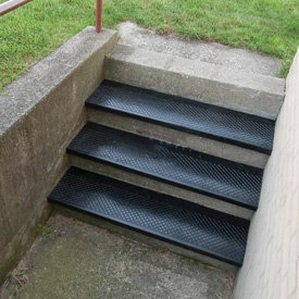 "Outdoor Recycled Rubber Stair Tread 72""W Black"